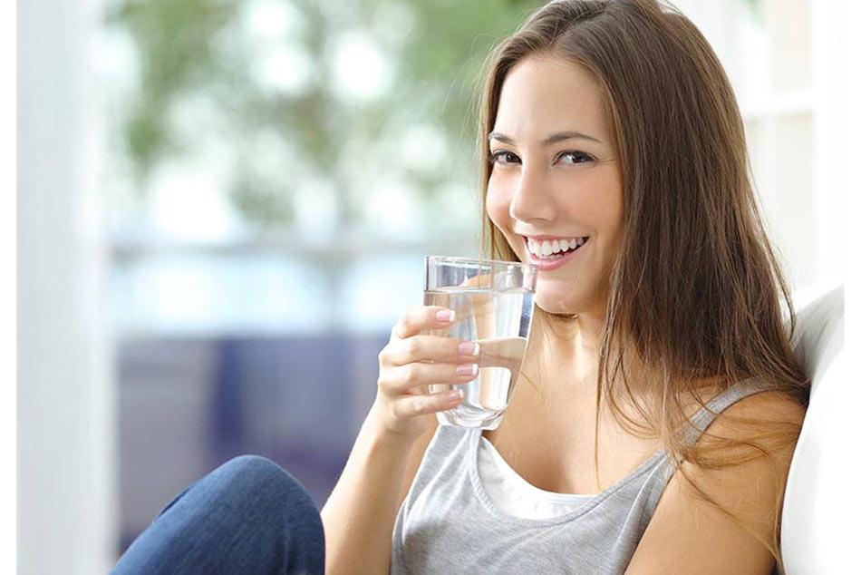 Cắt cơn nấc bằng cách uống nhiều nước